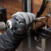Sử dụng Tô vít đóng, tay cầm tròn, có thể đổi đầu 230W